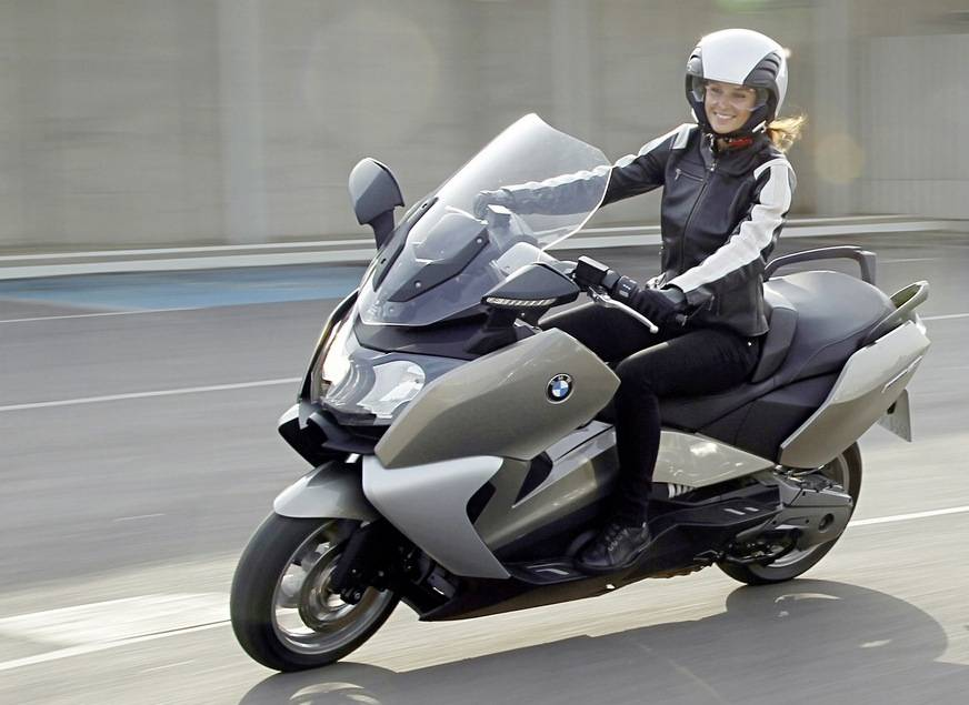 nuovo scooter bmw 400cc. Black Bedroom Furniture Sets. Home Design Ideas